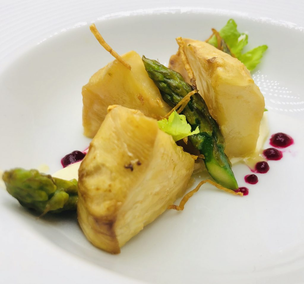2. Celery steak served with homemade mayonnaise with bayonet mushroom and asparagus.
