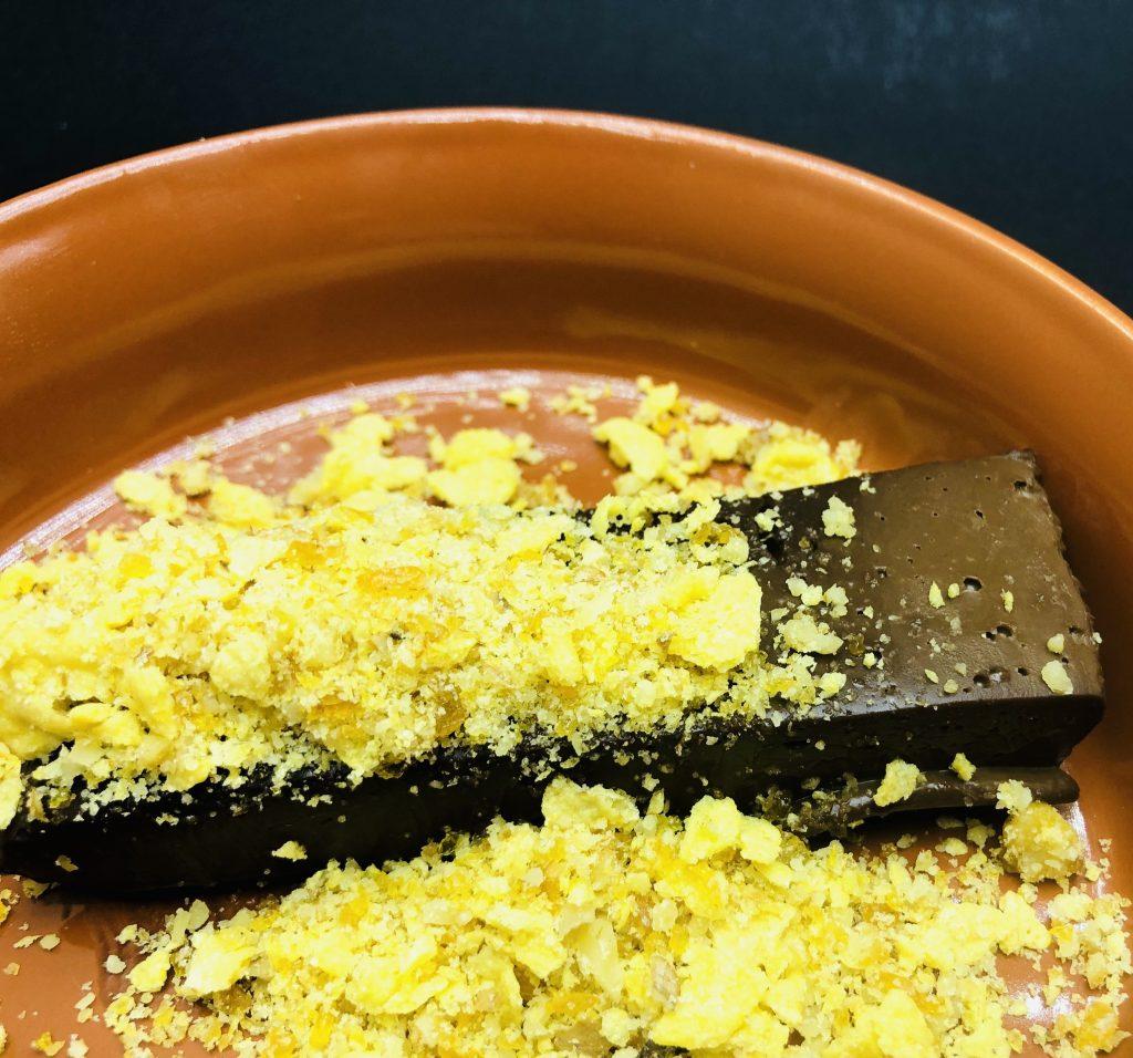 5. Шоколадов делайт - шоколадов тарт с поръска от крокант, корнфлейкс.