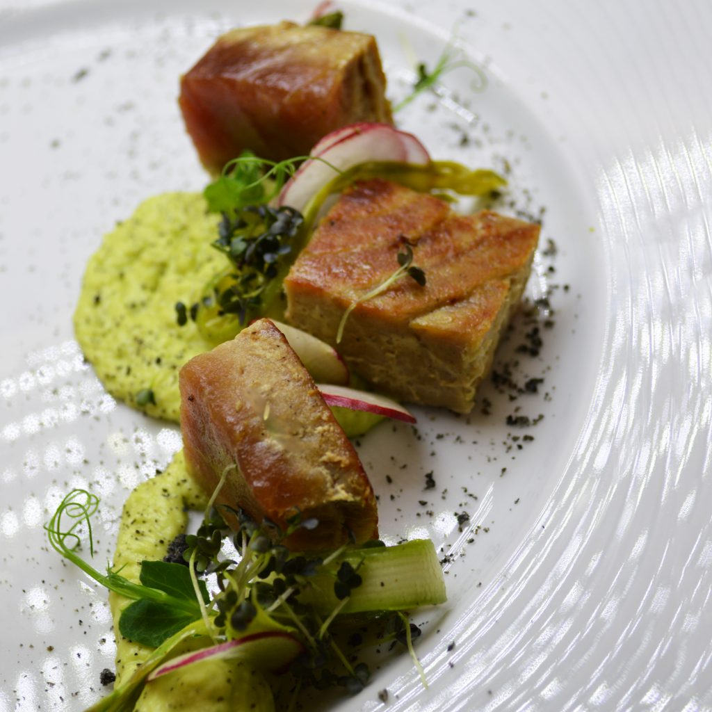 2. Red tuna fillet with avocado mousse with Philadelphia, filleted radishes and fresh asparagus, sprinkled with black sesame powder