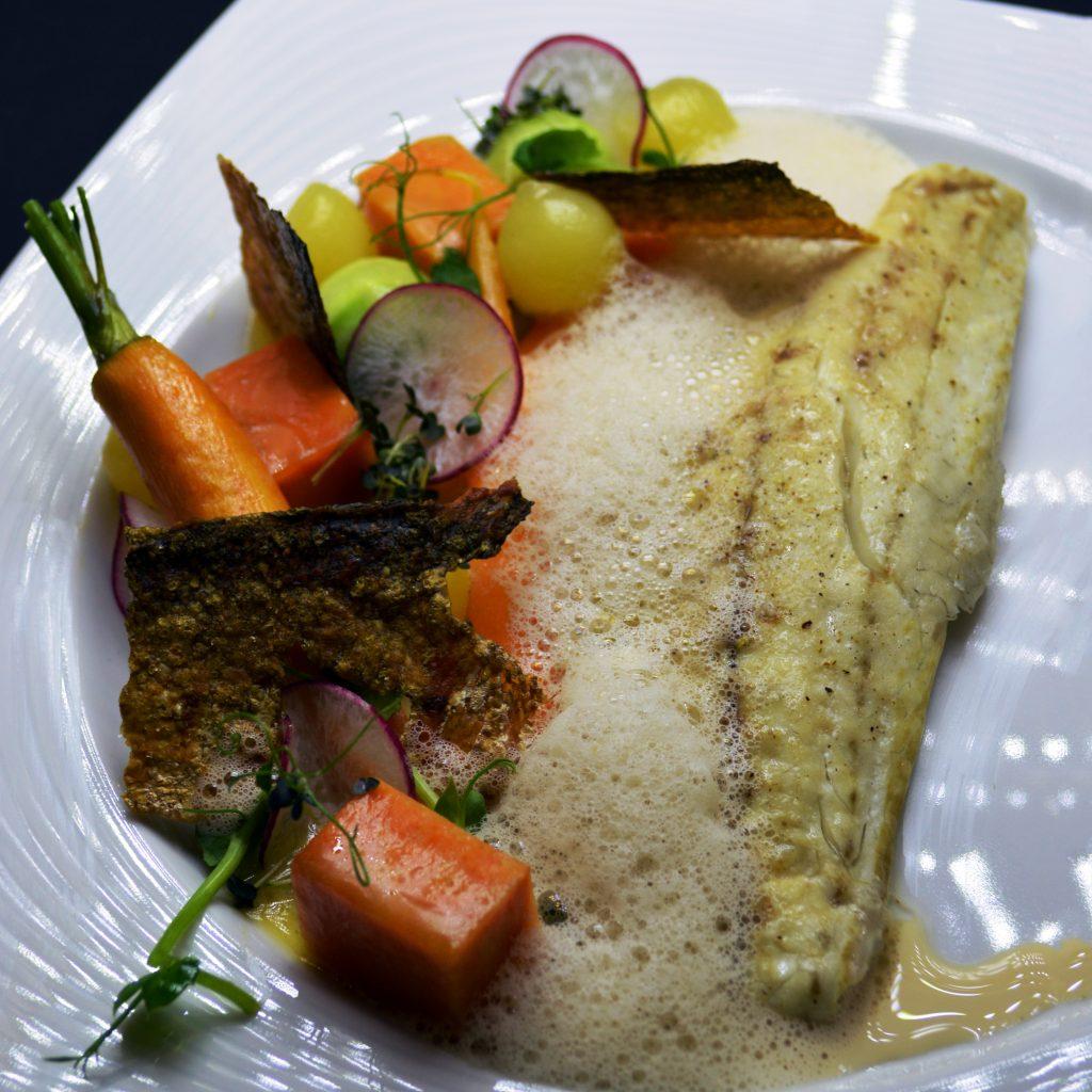 4. Филе от лаврак с шафран, микроморкови, сладък картоф, картофчета, топченца от краставица, и чипс от кожа.