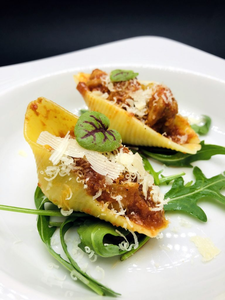 1. Conchiglie pasta with chicken cubes, chorizo sauce and rucola base with roasted vegetables dressing.