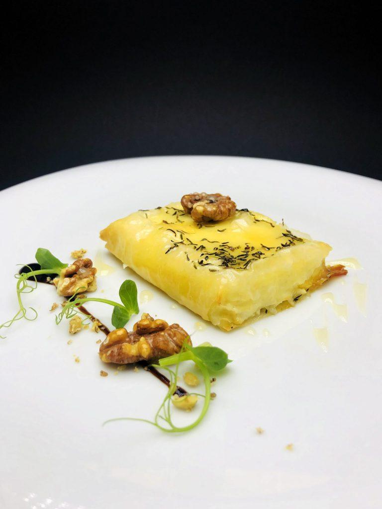 1. Запечено фермерско краве сирене във фини кори с български билков мед и печени орехи.