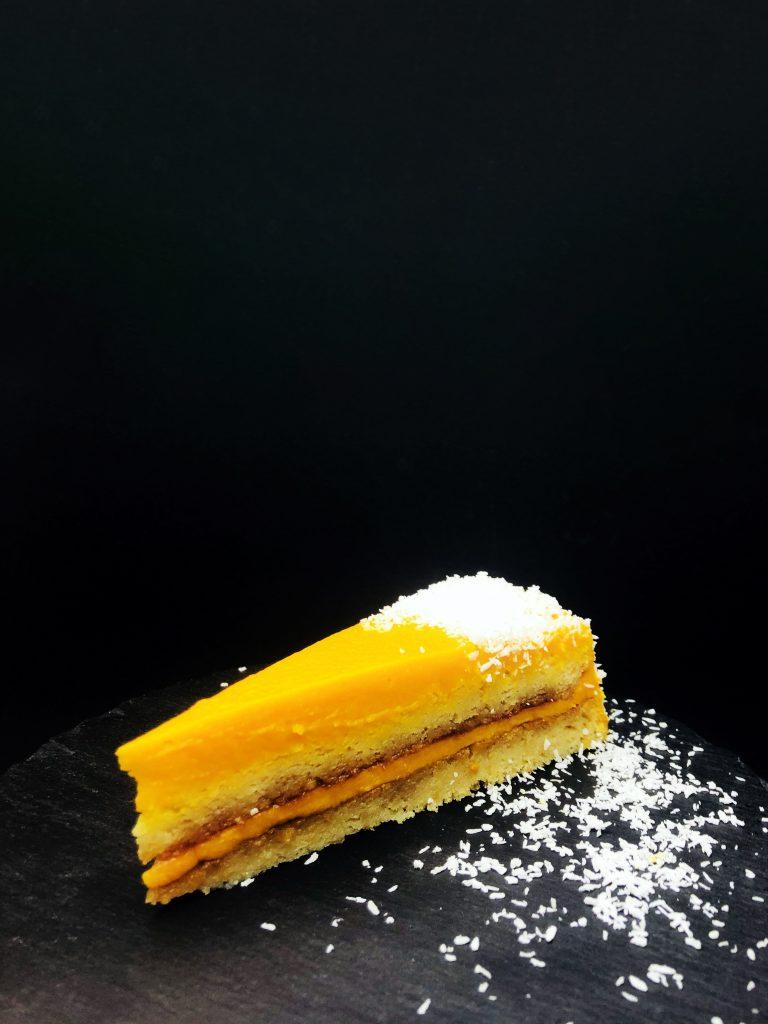 5. Бобена торта с домашен шипков мармалад, морковено сладко и кокосови стърготини.