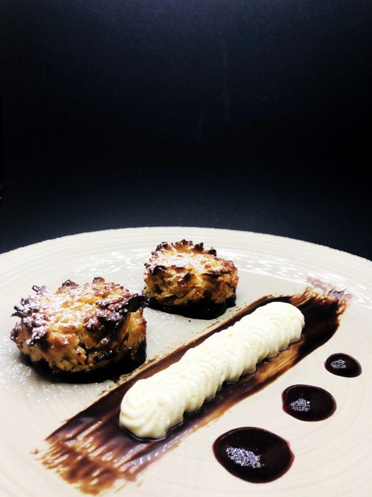 5. Наш прочит на традиционни италиански флорентинки от филирани бадеми, мед, белгийски шоколад, комбинирани с малиново кули и портокалово шантали.
