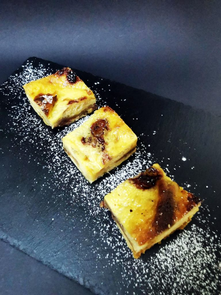 5. Козуначена торта с крем карамел, стафиди и сладко от рози.